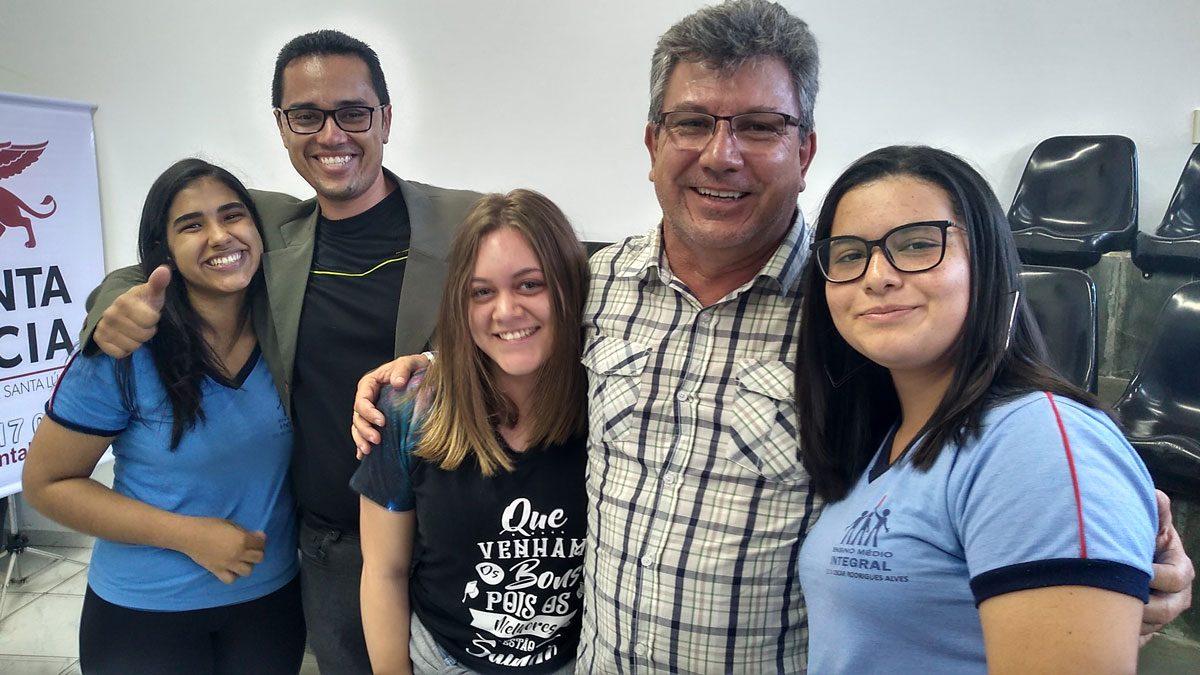 """Sucesso Absoluto: Fimi e Santa Lúcia promoveram """"1º Torneio de Pontes de Espaguete"""""""