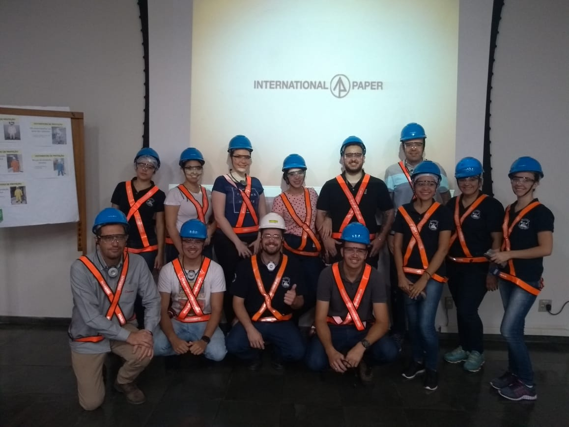 Alunos de Química Industrial visitam International Paper